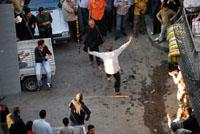 bailando-en-la-calle-de-los-neumaticos-alepo-s