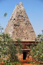tumba-piramidal-albara-siria-ciudades-muertas-s