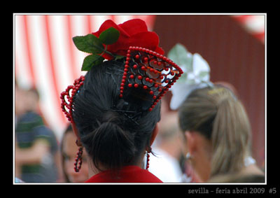 feria-de-abril-sevilla-2009-complementos-de-flamenca-s