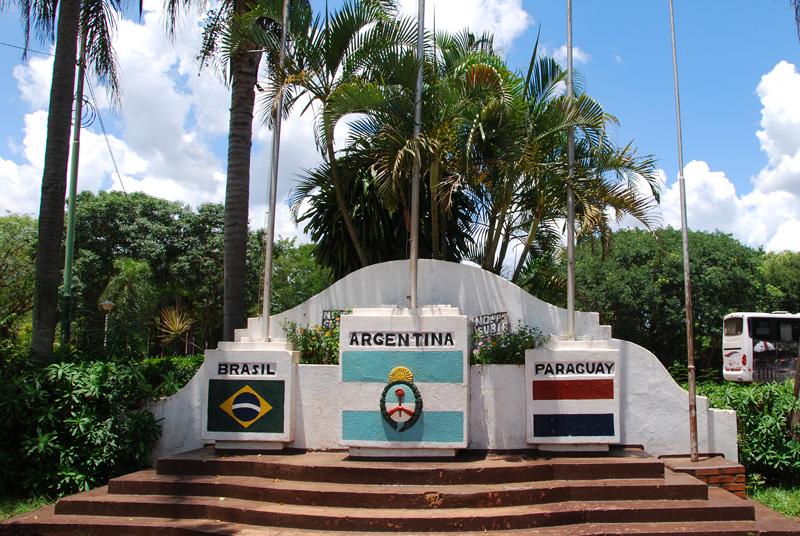 Puerto Iguazu Argentina  city images : Una foto curiosa de mis viajes y el Mundial de fútbol: El hito de las ...