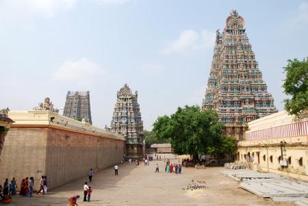 meenakshi temple madurai exterior 02