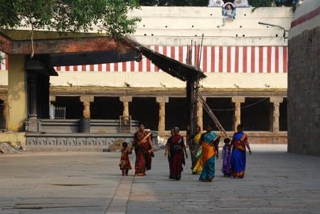 meenakshi temple madurai gentes 01 mujeres