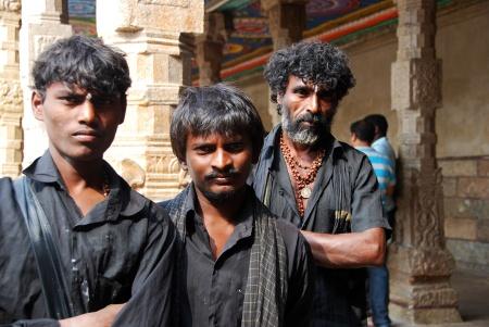 meenakshi temple madurai gentes 02 hombres