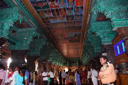 meenakshi temple madurai interior 01