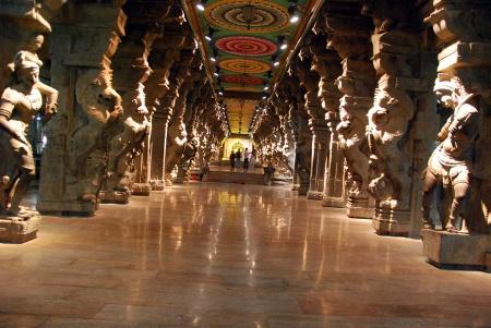 meenakshi temple madurai interior 03 mil columnas