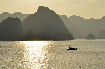 halong bay light vietnam DSC_2801 s